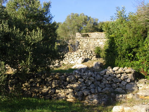 Stonehouses - korcula kamene kucice meje 08