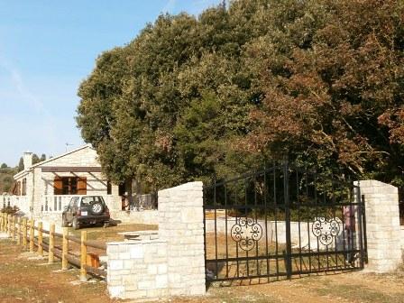 Kamena kuća i poljoprivredno zemljište - Žrnovo - birisice 027